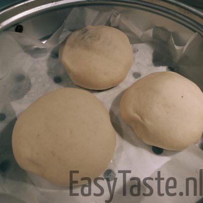 Broodje bapao - leg een paar broodjes in de stoompan